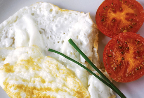 493ss_getty_rm_egg_white_omelet_with_tomatoes